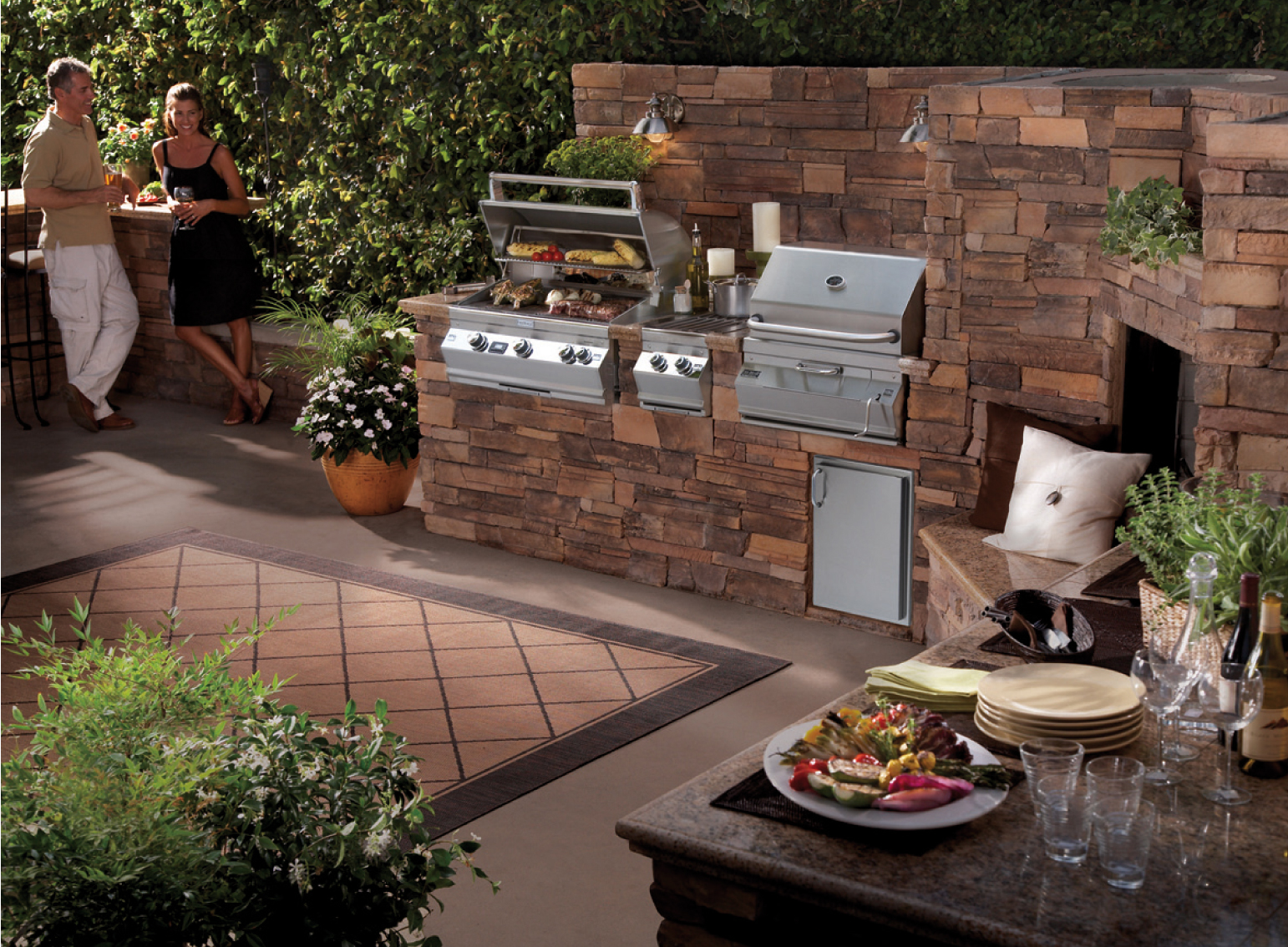 Ultimate outdoor kitchens cook dine entertain al fresco for Backyard barbecues outdoor kitchen