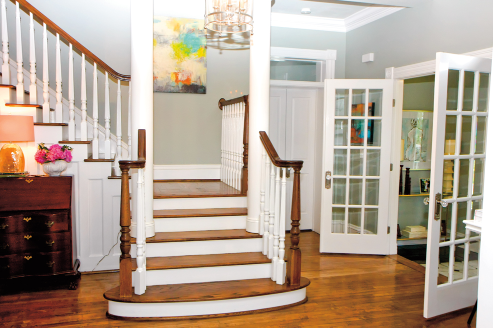 Front Foyer Xl : Gracious foyers first class features for your home s