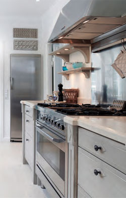 FEATURES_KitchenCabinets4